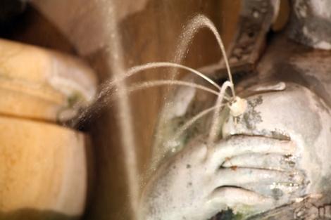 Detalle eróticofestivo de la Fontana del Nettuno