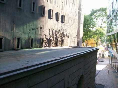Las maravillosas vistas al edificio ametrallado desde nuestro hotel