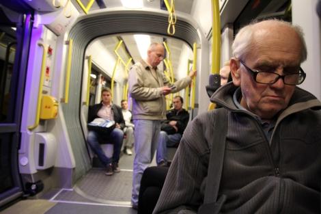 Lo típico de echarse una siesta en el tranvía