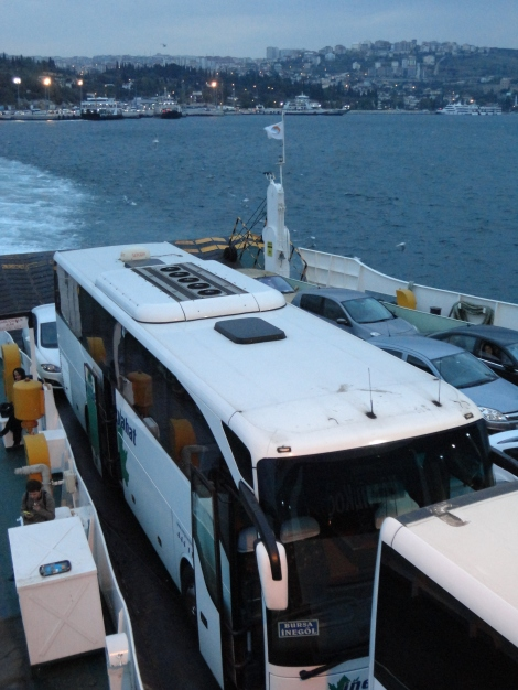 Nuestro autobús de Estambul a Inegol en el ferry